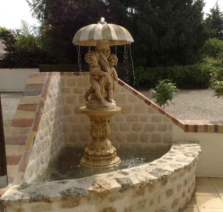 Entrée par la terrasse : fontaine-anges