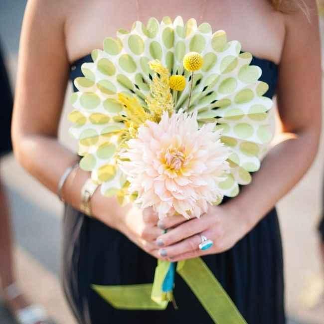 Eventail à la place du bouquet de mariée - 1