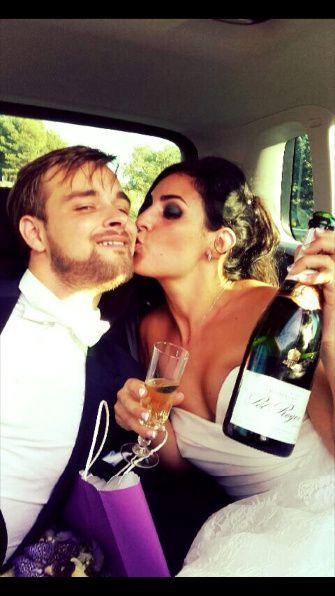 1er coupe de champagne en tant que marié dans la voiture