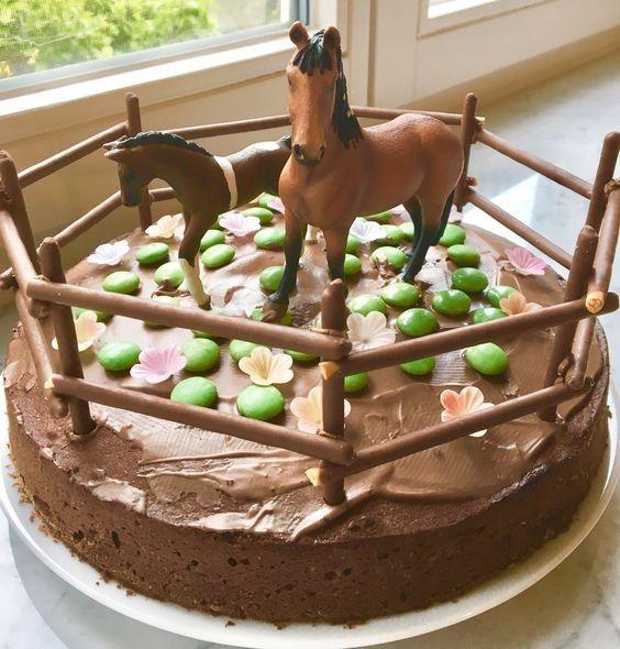 Recherche idées de décos pour la table des gâteaux sur le thème des chevaux. 6