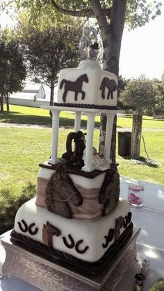 Recherche idées de décos pour la table des gâteaux sur le thème des chevaux. 15