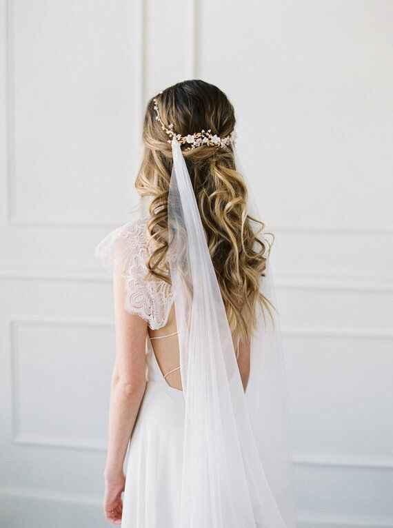 Cheveux long détachés avec voile et fleur. - 1