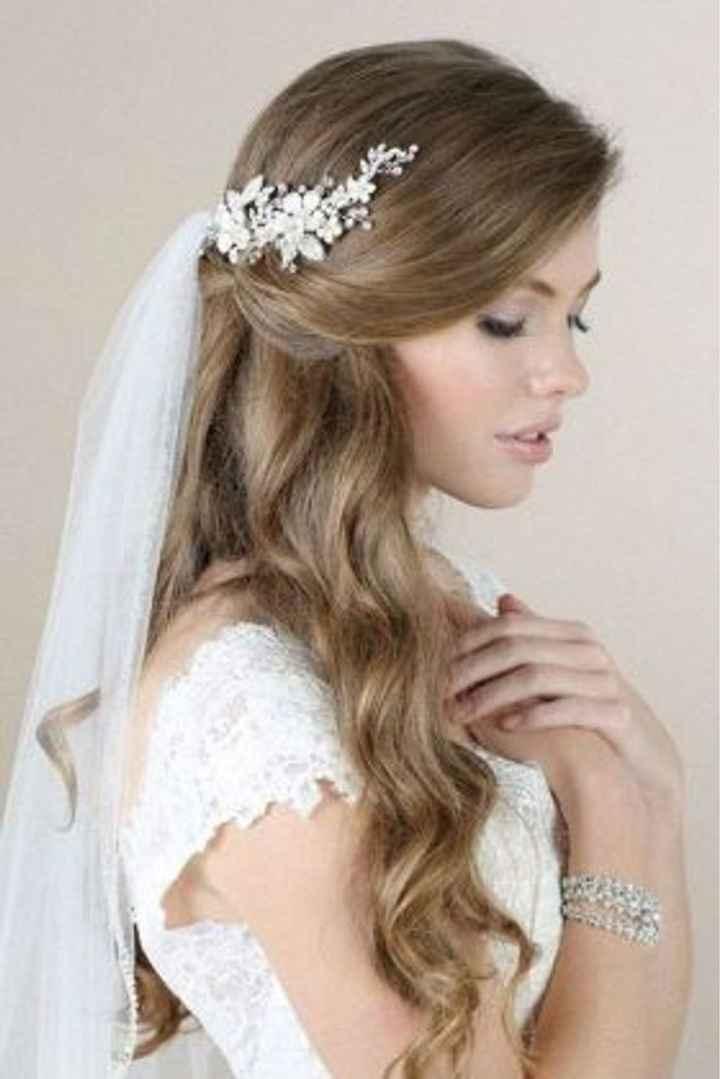 Cheveux long détachés avec voile et fleur. - 2