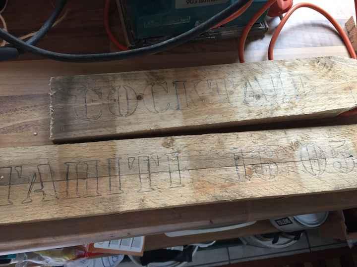 Panneaux directionnels en cours de construction par mon papa - 1