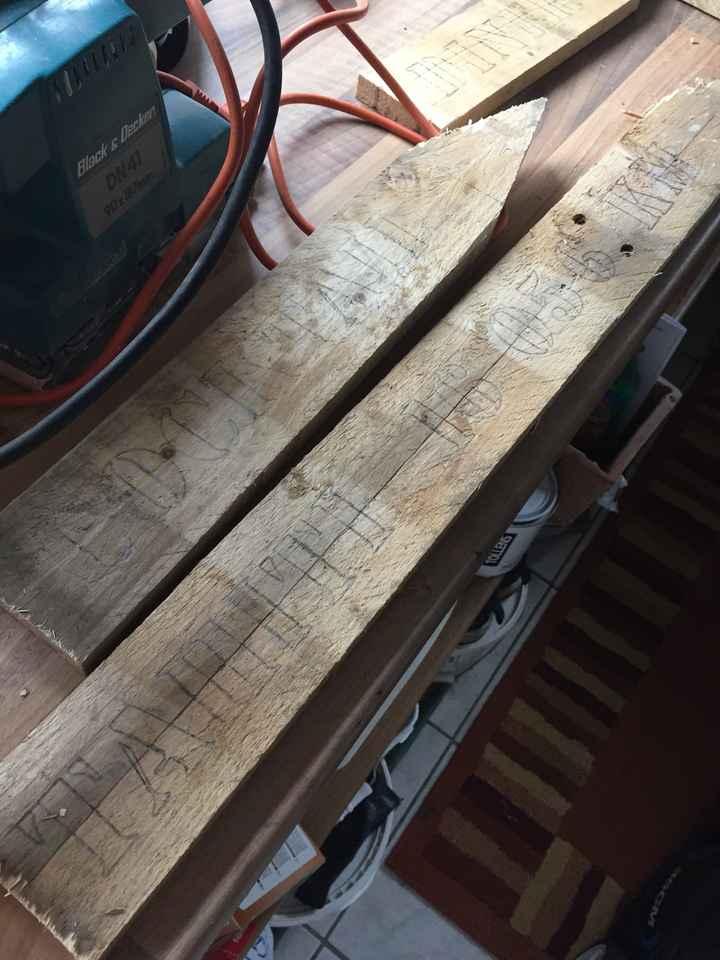 Panneaux directionnels en cours de construction par mon papa - 2