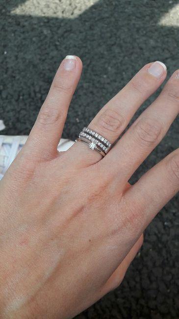 Pour les filles déjà mariée montrer moi vos alliance avec votre bague de fiançailles!!! - 1