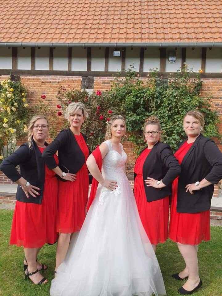 La mariée et ses demoiselles d'honneur !
