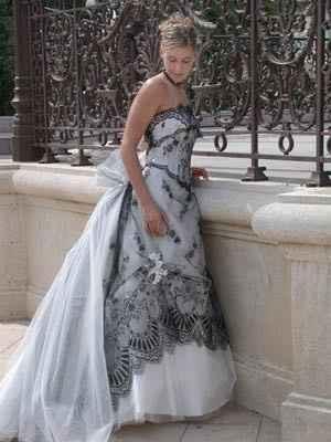 Voici celle que je recherche pour mon Mariage et forcément d'occasion  Le modèle Réglisse.