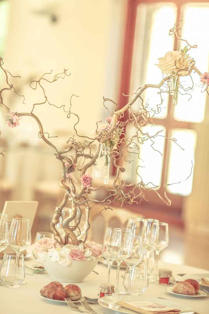 Centre de table que j'ai fait moi même puis fleuri par une fleuriste