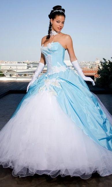 robe mari e cendrillon blanc et bleu pale photo
