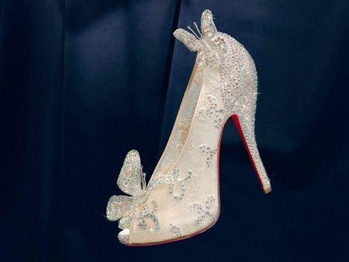 minis chaussures de cendrillon pour mariage thème princesse