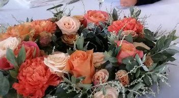 J'ai réalisé moi même ma décoration florale.... fatiguant mais à la hauteur de mes attentes! 3