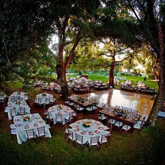 Les tables autour de la piste