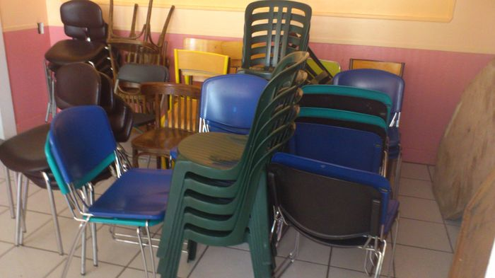 drap pour les chaises d coration forum. Black Bedroom Furniture Sets. Home Design Ideas