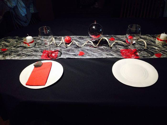 essai deco table gris et rouge d coration forum. Black Bedroom Furniture Sets. Home Design Ideas
