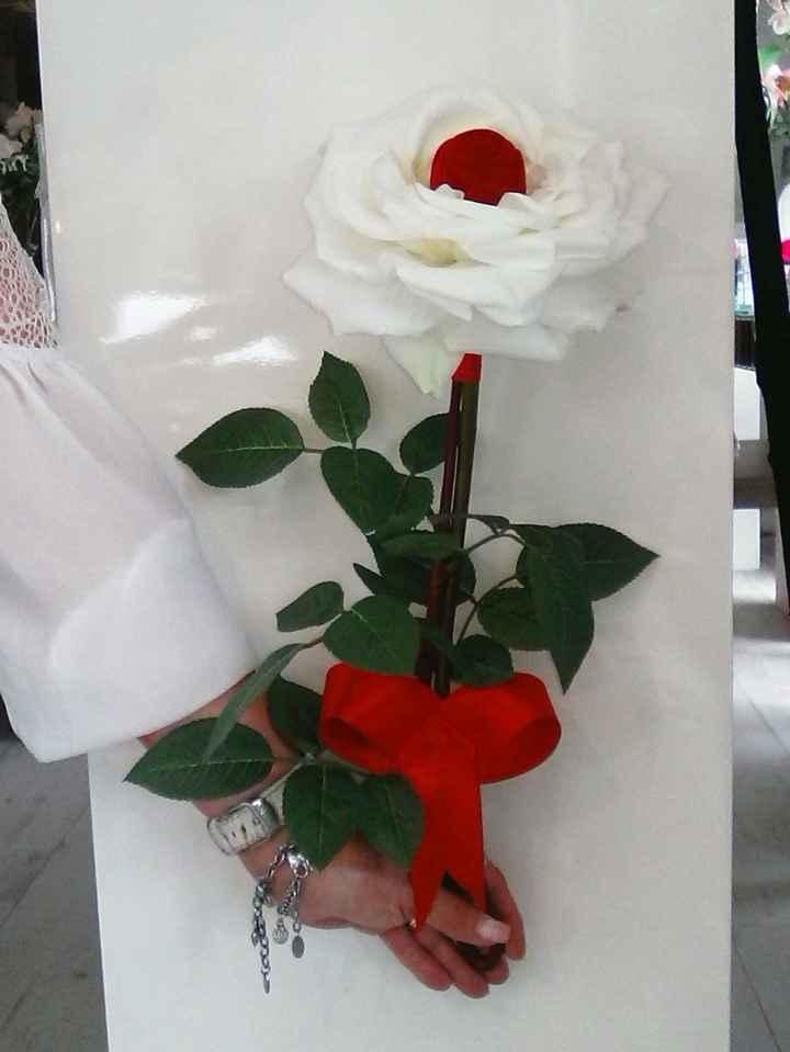 Ecrin rose rouge dans rose blanche