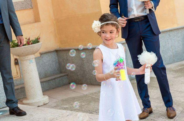 """""""Bouquet/bombe à cotillon pour petite fille"""" ou pistolet à bulles ?"""