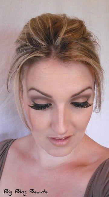 idée maquillage mat, mais avec faux cils plus naturel et eye liner plus fin