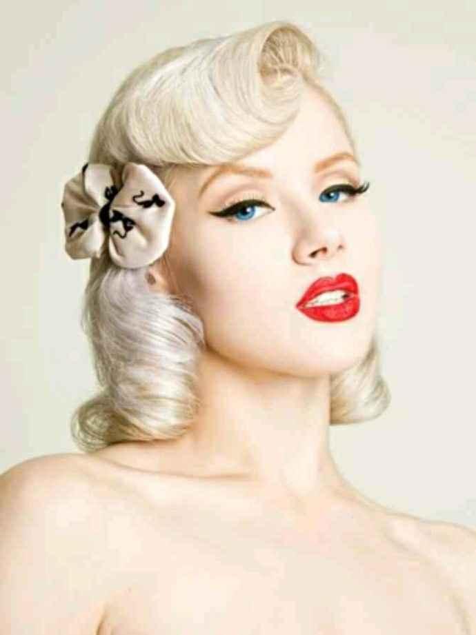Thème année 50 j'ai une robe sirène à votre avis accessoire et quoi comme coiffure et bouquet - 4