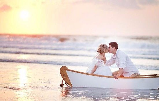 "photo de mariage ""bisou barque"""