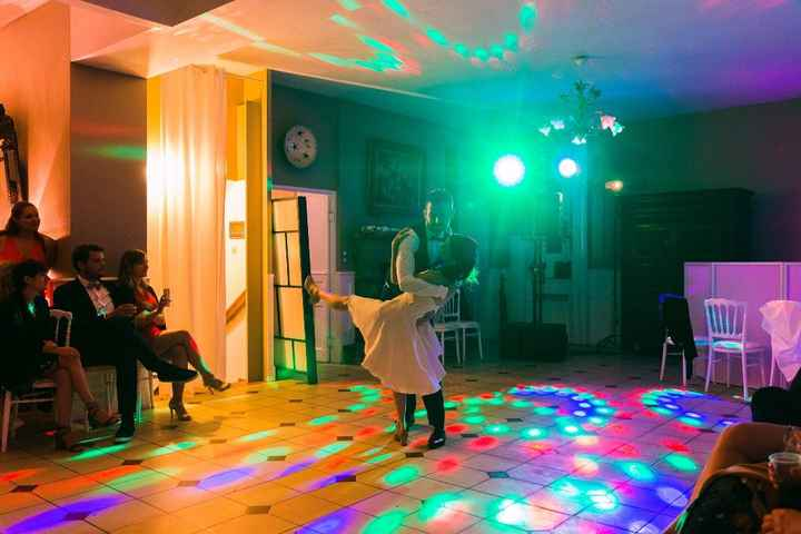 Notre ouverture de bal... heureusement que ma robe était amovible (une jupe longue et hop une jupe c