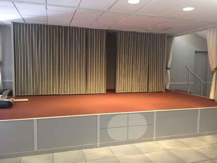 Place pour le dj dans la salle de reception