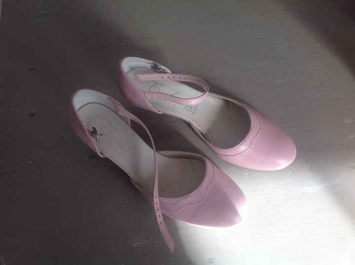 Chaussure rose poudrée