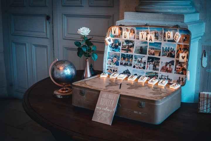 A coté du candy bar, en face du miroir de Bienvenue, nous avions placé l'urne valise que j'ai réalis