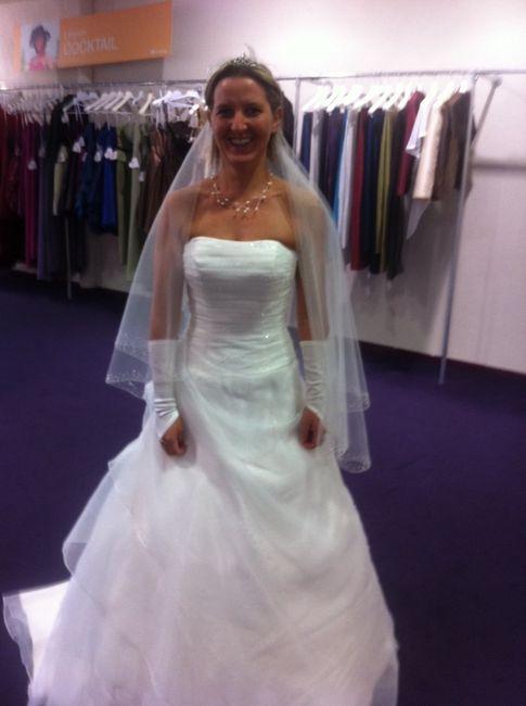 bonjour j ai acheter ma robe chez point mariage a leers dans le nord j ai aucun soucij ai fait les retouches aujourdhui les vendeuses sont super - Point Mariage Leers
