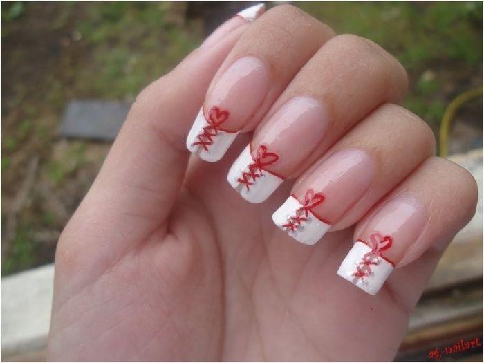 ongles blancs et rouges