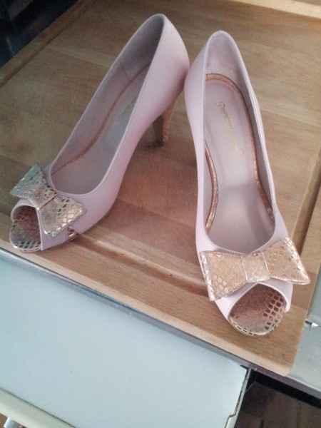 chaussures assorties au jupon rose