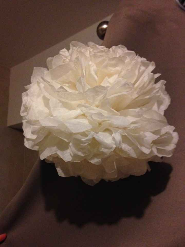 - pompon en papier de soie: j'adore. Ca c'est voté avec mon chéri!!