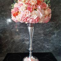 demi sphère avec fleurs artificielles