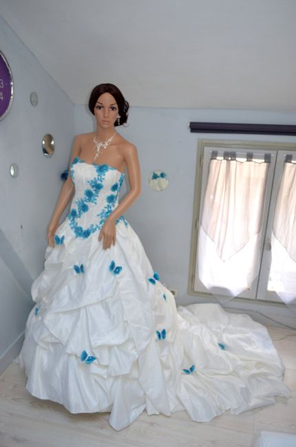 bonjour j 39 aimerais votre avis sur ma robe de mari e mode. Black Bedroom Furniture Sets. Home Design Ideas