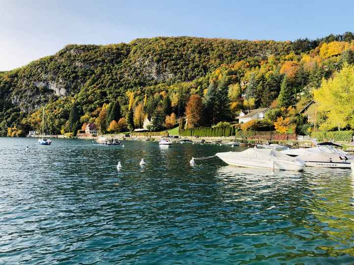 Notre lieu de réception au bord du lac d'Annecy et ses couleurs d'automne!