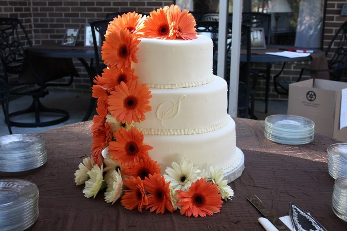 wedding cake decorated with gerbera daisies les gerberas une excellente option d 233 coration forum 22362