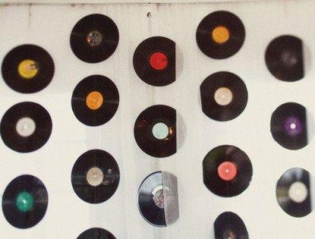 Idée déco de la semaine #13 avec des disques et des cassettes 80's - 2
