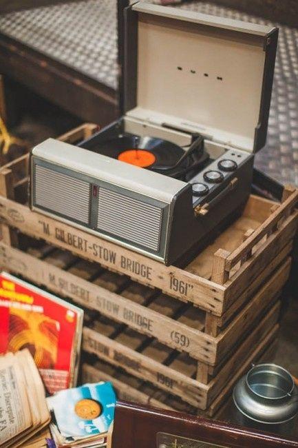 Idée déco de la semaine #13 avec des disques et des cassettes 80's - 0