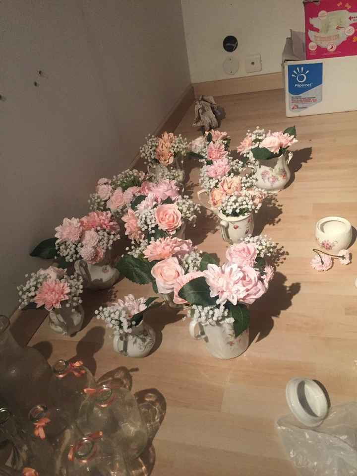 Pots à lait et petits bouquets