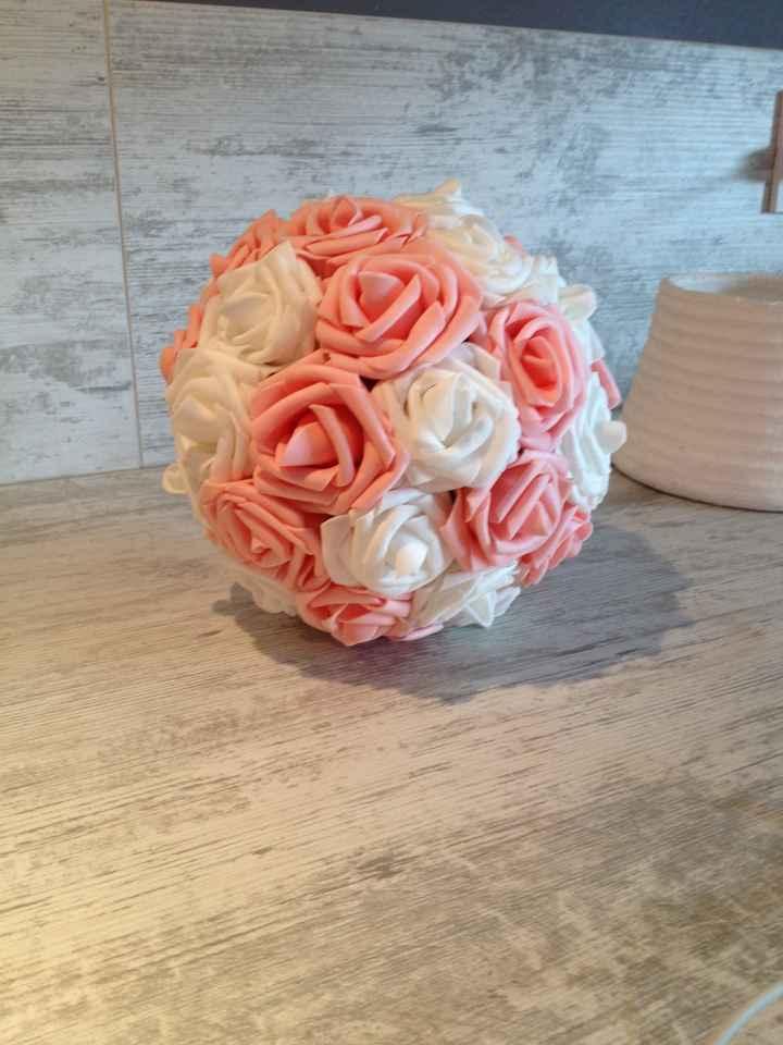 Boule de roses blanches et roses