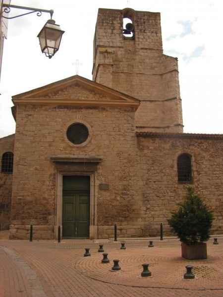 L'église Notre Dame de Nazareth (Trets)