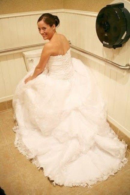 faire pipi en robe de mariée
