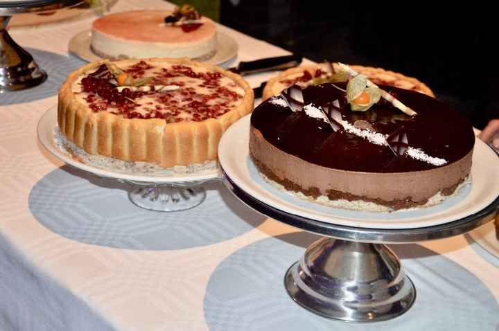gâteau mousse de chocolat noir, champenois a la fraise, soleurois ananas chocolat blanc