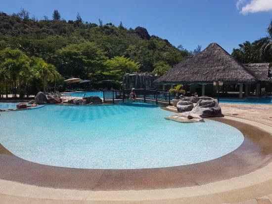 piscine la reserve