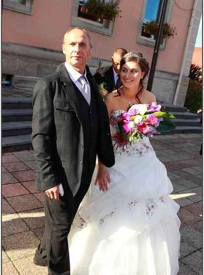 sortie de la mairie avec mon papa
