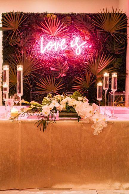 Première inspiration pour un mariage gold and palm tree 11