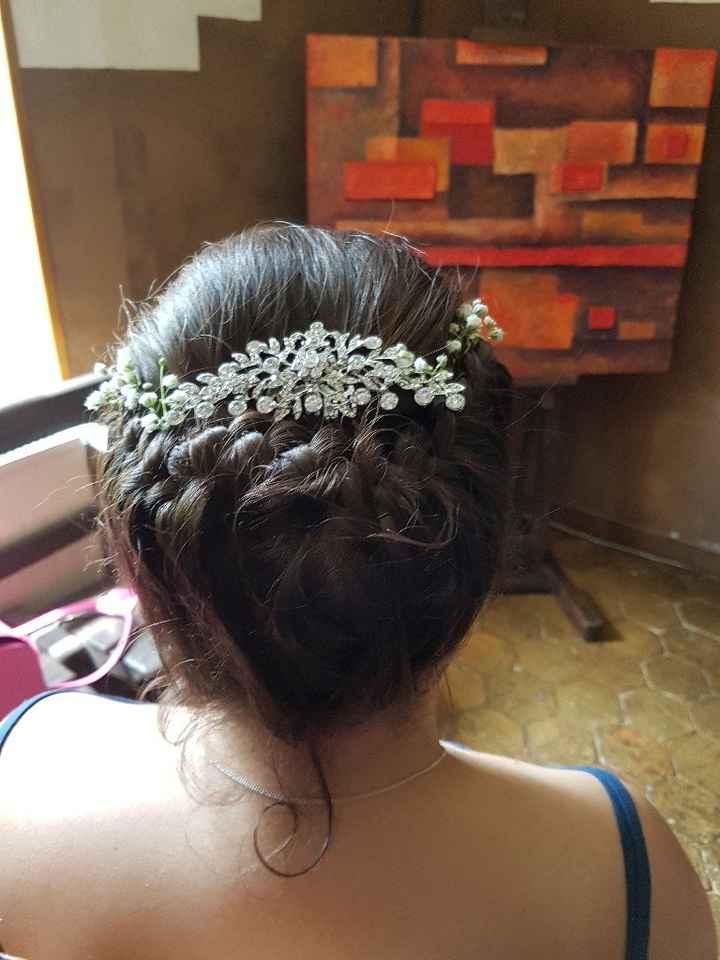 Un bijou et des fleurs dans un chignon??? - 1
