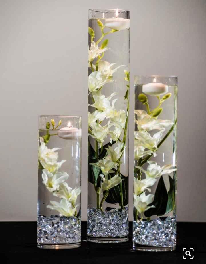 Fond de vase avec bougies flottantes - 1