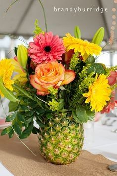 Centre De Table Fleurs Exotiques Et Vase Ananas Decoration Forum