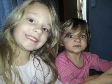 Voici mes 2 filles qui seront mes petites demoiselles de cortège